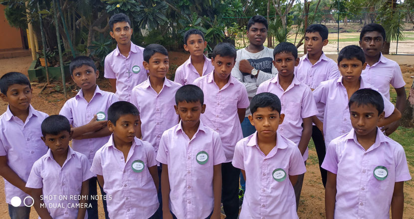 groepsfoto jongen kinderhuis Sjaloom